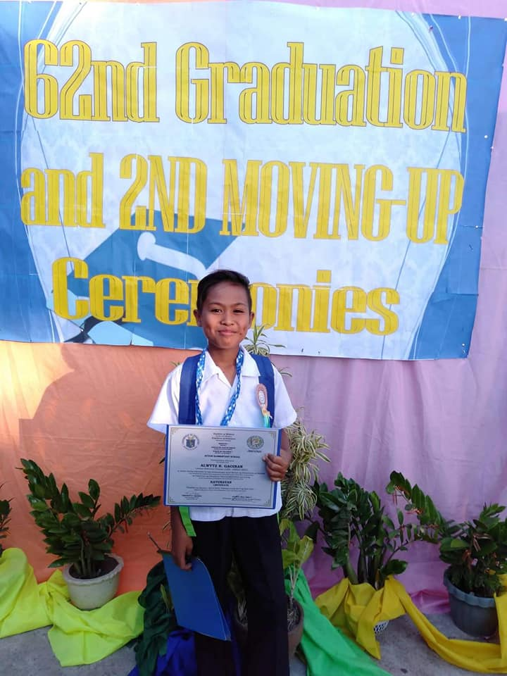 Grade-6-Student-Got-the-'Best-Gift-Ever'-on-Graduation-Even-Without-Honors 2